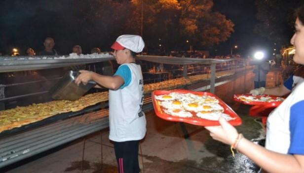Almafuerte hizo una pizza de 40 metros y 400 porciones