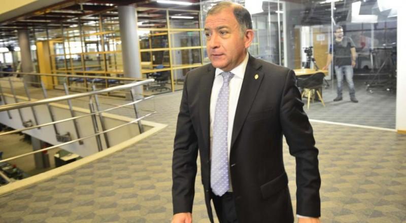 Desplazan a Juez de la embajada en Ecuador