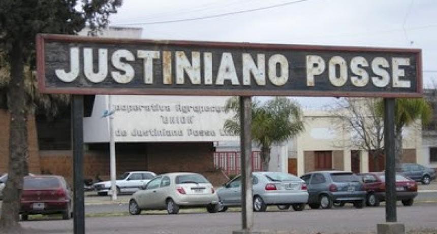 Justiniano Posse: Estaba encerrado en su habitación con un cuchillo