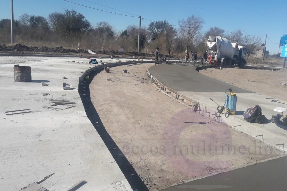 La Carlota: avanza la pavimentación del desvío del tránsito pesado de la Ruta 4