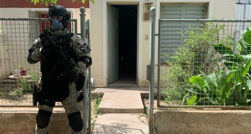 Allanamientos tras el secuestro de 3 kilos de marihuana