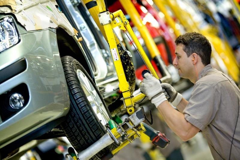 La producción automotriz se contrajo un 3,7% en noviembre