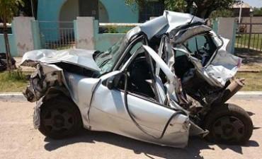 """Cerca de San Francisco un auto fue """"partido en dos"""" al ser chocado por un camión"""