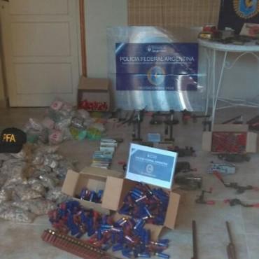 Procedimiento de Policía Federal en una casa de venta de armas de Marcos Juárez