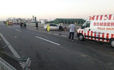 Fuerte choque con 5 heridos sobre un puente de la Autopista