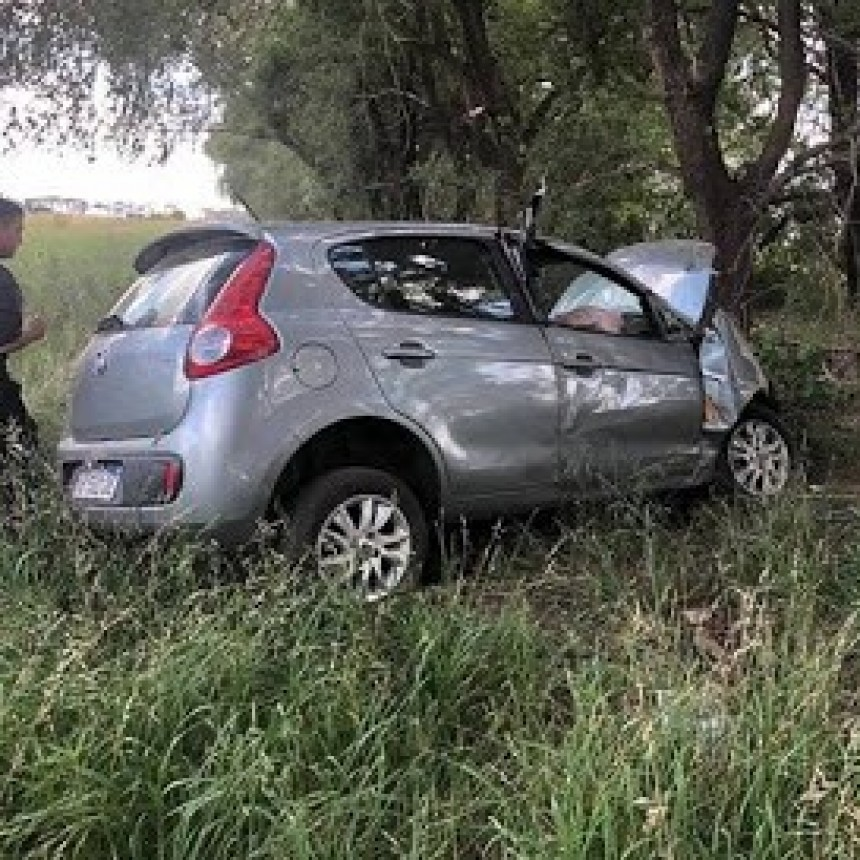 Justiniano Posse : Un vehículo despistó en ruta 3