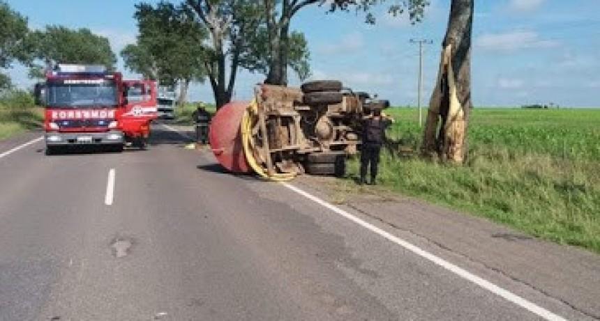 Armstrong: Vuelco de un camión atmosférico. Una víctima fatal.