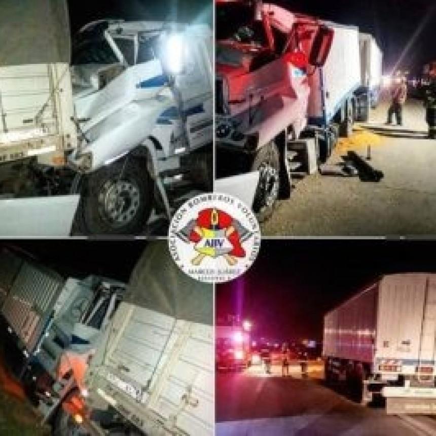 Choque por alcance entre dos camiones en autopista