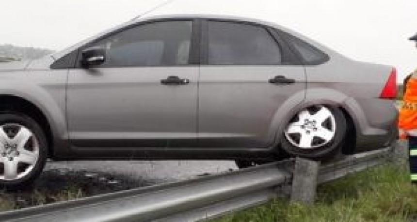 General Roca: un nuevo accidente en el cuestionado km. 408 de autopista, un automóvil despistó y recorrió 500 metros arriba del guardarrail